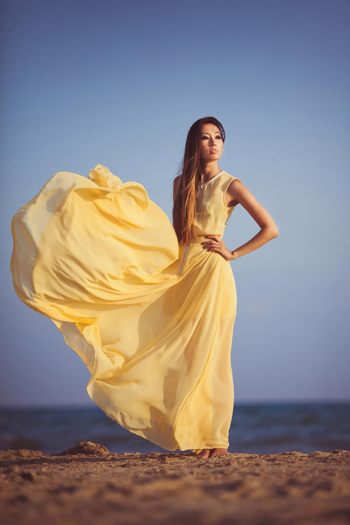 Sukienki z szyfonu, lnu, a może bawełny
